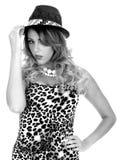 Cima e cappello d'uso della stampa del leopardo della donna Fotografie Stock Libere da Diritti
