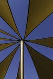 Cima e cielo blu della tenda foranea Immagini Stock Libere da Diritti