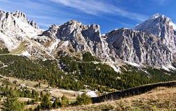 Cima Falzarego,彻尔de Bos, Rozes和Tofana di Rozes在白云岩锐化 库存照片
