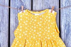 Cima gialla senza maniche della neonata Immagine Stock Libera da Diritti