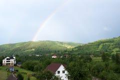 In cima l'arcobaleno è visibile Fotografia Stock Libera da Diritti