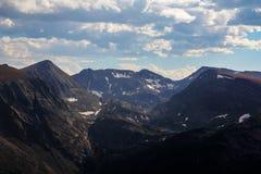Cimas de la montaña en Rocky Mountain National Park, CO Fotos de archivo