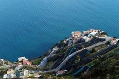 从别墅Cimbrone,拉韦洛,意大利大阳台的全景  免版税库存图片