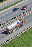 CIMC在高速公路的液化气运输,北京,中国 库存图片