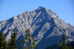 Cime della montagna del parco nazionale di Banff immagine stock