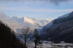 Cime della montagna di Snowy Fotografie Stock Libere da Diritti