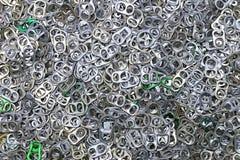 Cime di alluminio di schiocco della linguetta di tirata dell'anello delle latte per fondo Fotografie Stock