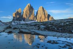 CIME di Lavaredo ad alba, alpi della dolomia, Italia di Tre Immagini Stock