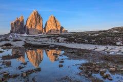 CIME di Lavaredo ad alba, alpi della dolomia, Italia di Tre Fotografie Stock