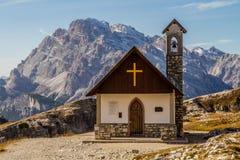 CIME Lavaredo, dolomia, Italia della cappella-Tre della montagna Immagini Stock Libere da Diritti