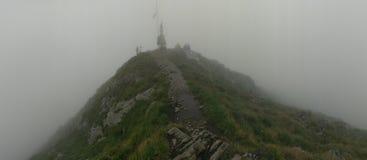 Cimeira da montanha de Moldoveanu imagem de stock