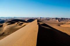 Cimeira de Big Daddy Dune View na paisagem do deserto, Sossusvlei fotos de stock