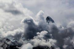 Cimeira de Matterhorn nas nuvens Imagens de Stock