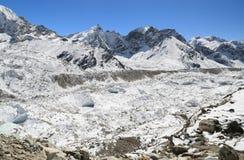 Cimeira de Nuche ao lado de everest nepal Imagens de Stock