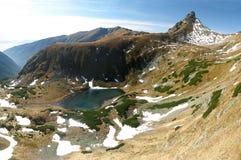 Cimeira de Ostry Rohac acima do lago do montain de Jamnicke Foto de Stock