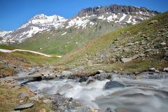 2 cimeiras: Casse grandioso e Pierre Brune da torrente Fontabert fotos de stock royalty free