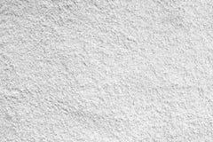 Ciment blanc ; donnez au béton une consistance rugueuse en pierre, mur de stuc plâtré par roche ; l'appartement peint se fanent g Photographie stock