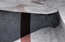 Ciment de patinage de rampe images libres de droits