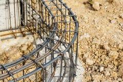 Ciment de pilier avec la tige en acier dans la construction Images stock