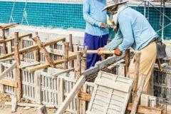 Ciment de pilier avec la tige en acier dans la construction Photo libre de droits