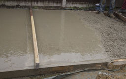 Ciment humide rugueux et lisse Photo libre de droits