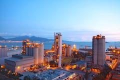 Cimente a fábrica da planta, do concreto ou do cimento, a indústria pesada ou o const fotos de stock royalty free