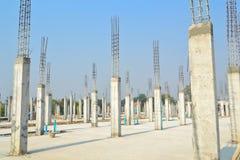 Pilier de ciment dans le site de construction Photos libres de droits