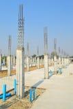 Pilier de ciment dans le site de construction Image libre de droits