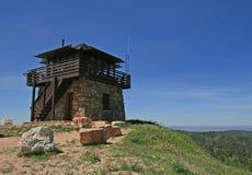 Cimento Ridge Fire Lookout Tower no Black Hills de South Dakota fotografia de stock royalty free