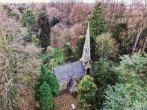 Cimetière abandonné d'église Photographie stock libre de droits