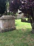 Cimetière avec la tombe concrète Photographie stock libre de droits