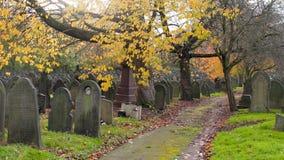 Cimetière d'automne en Angleterre photographie stock libre de droits
