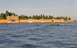Cimetière de San Michele au coucher du soleil à Venise, Italie photos libres de droits