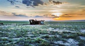 Cimetière des bateaux au fond de la mer d'Aral Images libres de droits