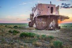 Cimetière des bateaux au fond de la mer d'Aral Image stock
