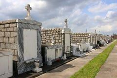 Cimetière historique dans le secteur de jardin de la Nouvelle-Orléans images stock