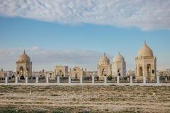Cimetière musulman traditionnel dans le désert de Kazakhstan photographie stock libre de droits