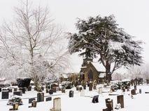 Cimetière paisible dans la neige d'hiver Photos libres de droits