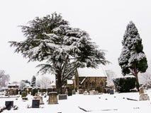 Cimetière paisible dans la neige d'hiver Photographie stock libre de droits