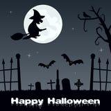 Cimetière fantasmagorique de Halloween avec la sorcière Images stock