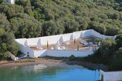 Cimitero antico sulla costa del golfo del mare Mahon, Minorca, Spagna Fotografia Stock