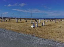 Cimitero che mostra cielo blu immagini stock libere da diritti