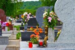 Cimitero con i fiori Immagini Stock