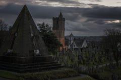 Cimitero crepuscolare del castello Immagine Stock