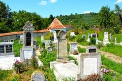 Cimitero della chiesa evanghelic del sassone anziano in Halmeag la Transilvania Fotografie Stock