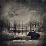 Cimitero della ragazza triste Immagine Stock Libera da Diritti