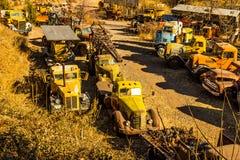 Cimitero di vecchi camion nell'area di salvataggio Immagine Stock