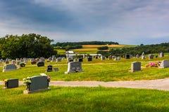 Cimitero e vista di Rolling Hills nella contea di York, Pensilvania Immagini Stock Libere da Diritti