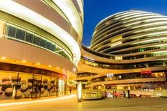 ¼ Œin Cina del viewï di notte di architettura di Pechino bello di SOHO moderno della galassia Immagini Stock Libere da Diritti