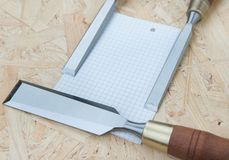 Ścinaki na naturalnym drewnianym tle Obrazy Stock